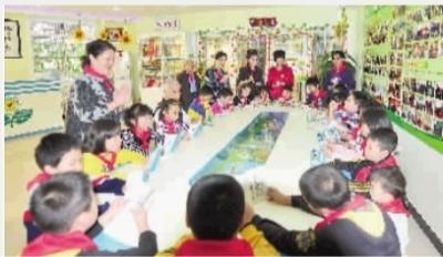 """孟繁英/孟繁英的""""青护园""""在长沙的6所学校和13个社区建立了爱心帮扶..."""