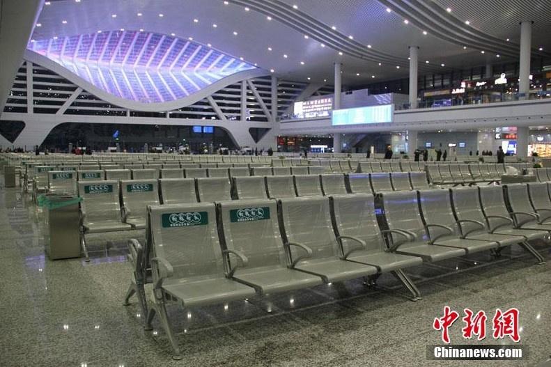 宁波火车站造型卖萌 市民称似红膏炝蟹笑迎客