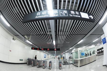 位于长沙市雨花区,为地下二层双岛式站台车站,为2,4号线换乘