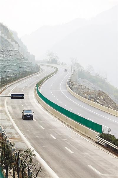 重庆38个区县均实现高速公路或高等级公路连接