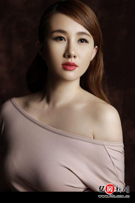 孟瑶/拥有34F、25、36魔鬼身材的山西女孩孟瑶被王晶一眼相中招致...