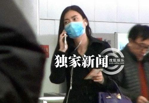 李亚鹏 激吻门 女主角冯静恩回京 豪车接机返香闺
