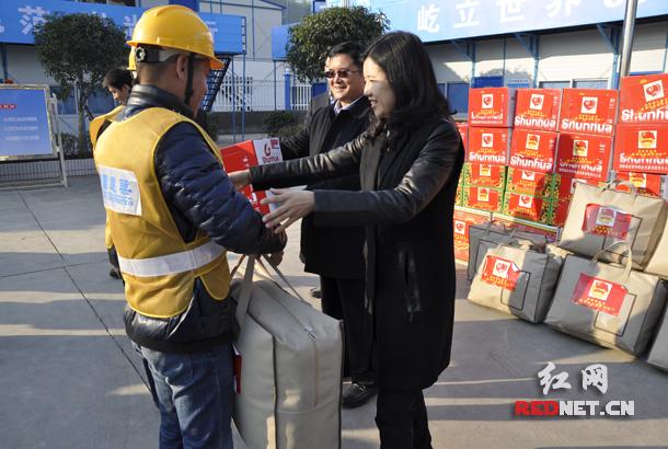 团省委副书记冯海燕,局党委书记周勇为项目务工青年