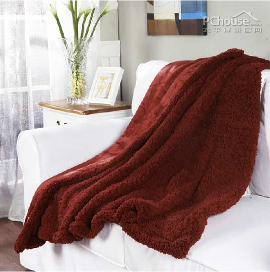 酒红色沙发客厅搭配图片