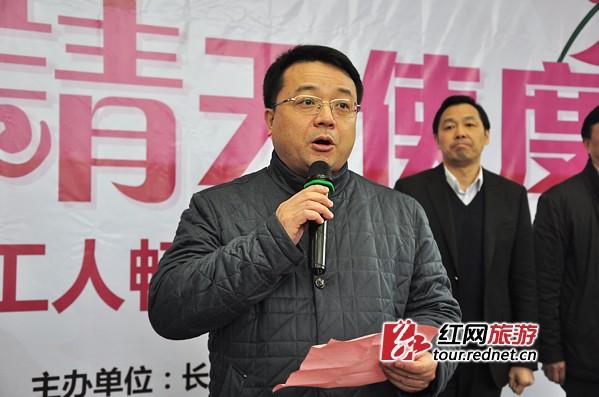 长沙市中心医院党委书记吴敏泉在仪式上致辞。