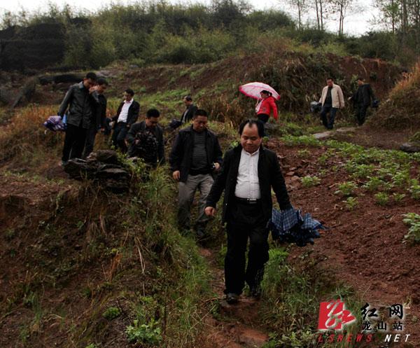 龙山县县长梁君调研工业集中区建设工作