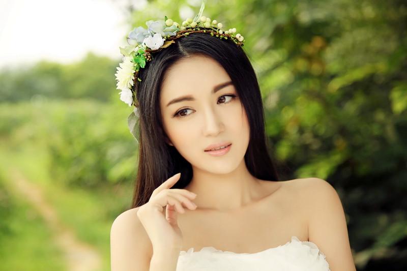 女星李艳冰时尚大片出炉 秀香肩性感不失唯美