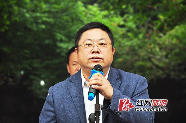 湘潭市旅游局党组书记、局长张昱在仪式上讲话,对发展湘乡一日游线路满怀信心。