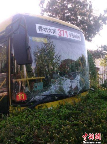 哈尔滨两辆公交车相撞致21名乘客入院(图)