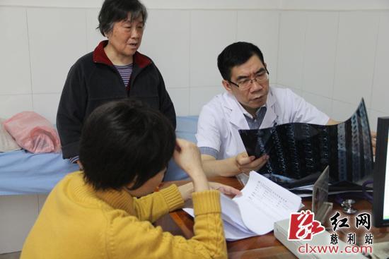 湘雅二医院8位专家教授来慈利县义诊(图)