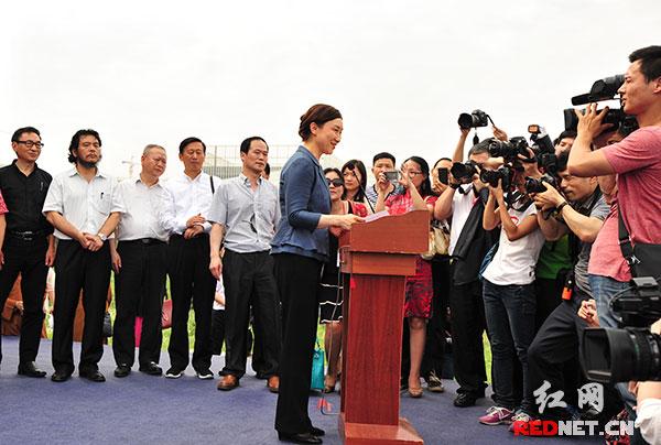 湖南省委常委、统战部部长李微微宣布奠基。