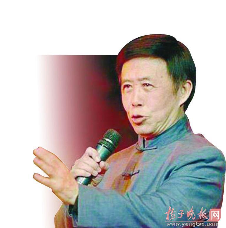 """一位陪护在身旁的朋友说,田连元原本不打算坐飞机回沈阳,""""他原本是想"""