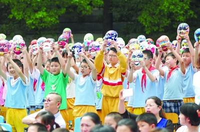 长沙天心区仰天湖园艺:1300名妈妈欢庆校小学作文赞美孩子的小学生图片