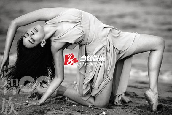 钟丽缇海滩黑白写真 身材曼妙性感撩人(组图)