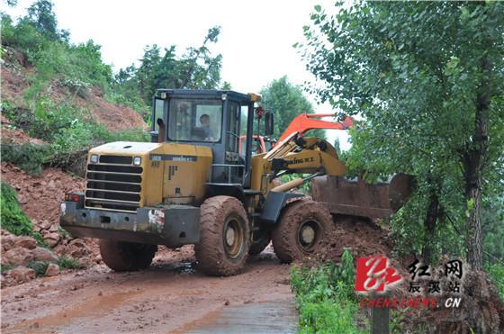 受强降雨影响,安坪镇,龙泉岩乡,大水田乡灾损严重,乡村公路多处塌方