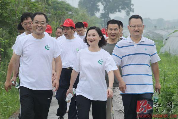 衡阳市蒸湘区举行徒步比赛庆祝党的生日