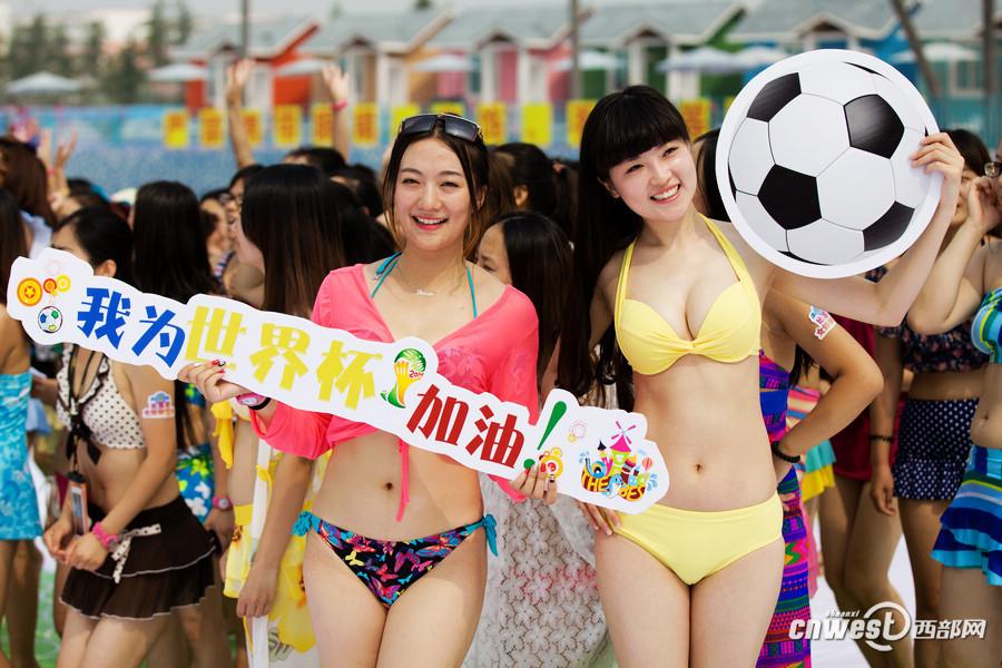 为世界杯助威组图_金妍儿清丽造型亮相助威世界杯韩国队组图