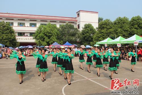 场舞_衡山县长江镇举行广场舞大赛 12支参赛队激烈角逐