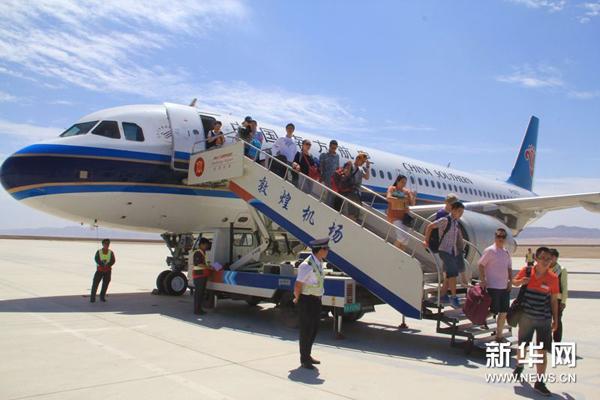 长沙-西宁-敦煌往返航班首航(图)