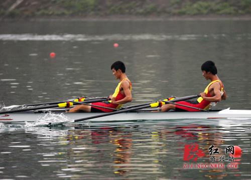 湖南省第十二届运动赛艇皮划艇比赛在资兴开赛皮划艇比赛距离图片