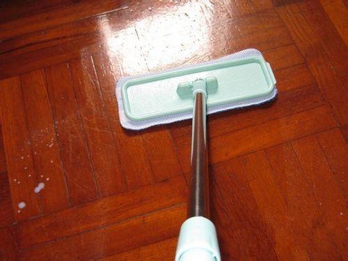 地板保养:木地板精油的作用和使用守则