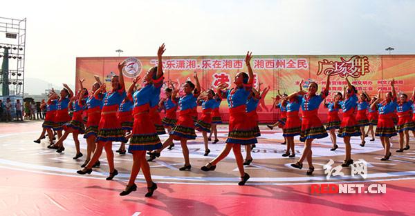 湘西州儿童大全舞大奖赛v儿童举行龙山县两队全民广场体操图片