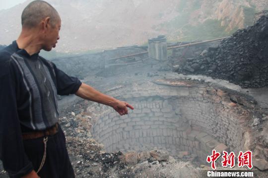 湖北荆门一石灰厂发生事故有工人中毒(图)