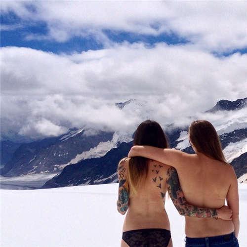 姑娘们边走边脱无上装旅游 - 成军 - 成军的博客