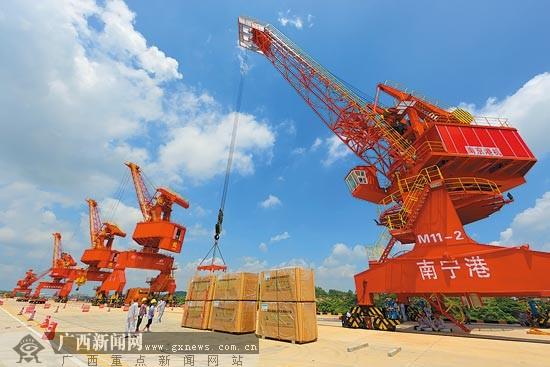 南宁港一期工程正式开港运营 广西通江达海添枢纽