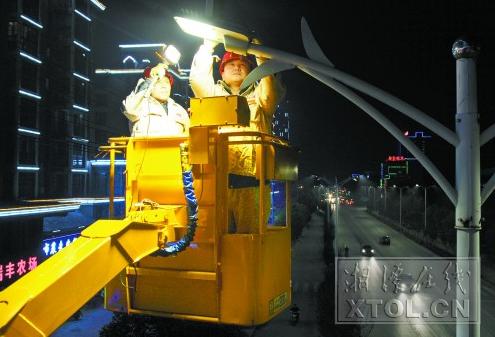 led灯取代高压钠灯 湘潭城区路灯节能改造见成效