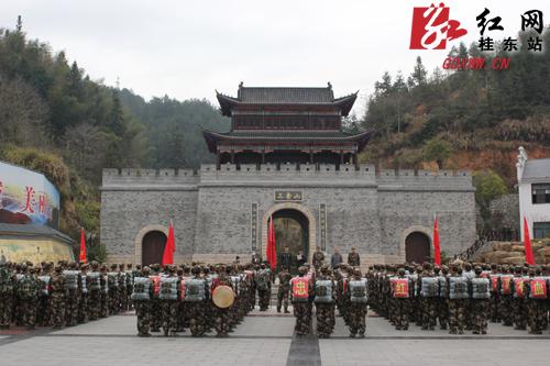 武警郴州支队桂东开展野营拉练