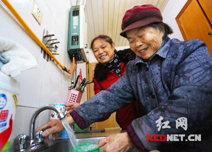 12月26日,湘潭鹤岭地区供水项目通水仪式在雨湖区鹤岭镇红旗社区隆重