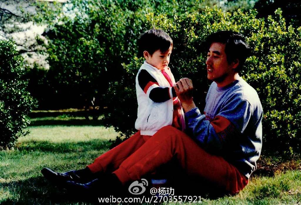 杨玏儿时和父亲杨立新