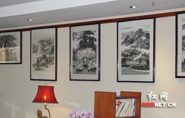 湘籍画家邓辉楚小幅山水画精品展开幕 出版作品同步首发