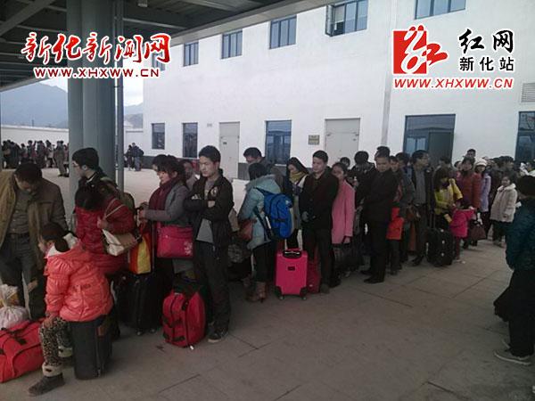 新化高铁南站:春运客流高峰工作井然有序
