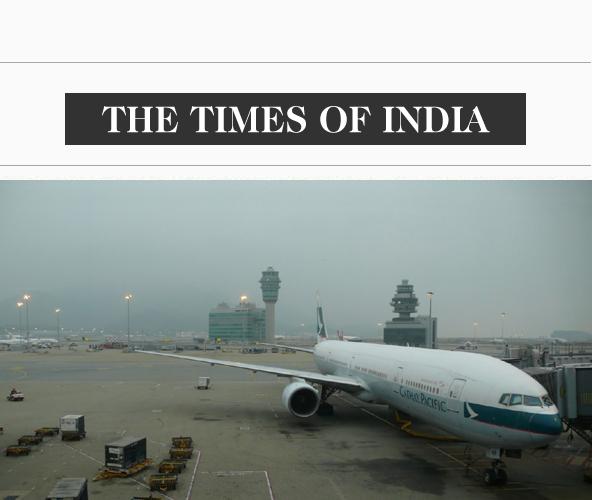 印度时报  香港机场第三跑道建设获批 料造价约182亿美元   中国香港特区政府行政会议17日通过修建香港机场第三跑道的提案,以满足这个亚洲金融中心不断增长的客运和货运需求。   特区政府官员表示,第三跑道造价估计为1415亿港元(约182亿美元),预计将于2016年动工,2023年建成。据悉,新跑道到2030年年客运量可达到约1亿人次,货运量达到890万吨。   报道称,中国经济的强劲增长是香港机场客运量需求增长的主要驱动力。近年来,许多大陆游客去香港旅行,使香港成为发展最快的航空旅行市场之一。