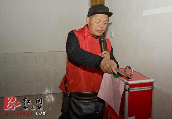 平江县百名 小城微爱 志愿者2个月扶贫帮困近300人