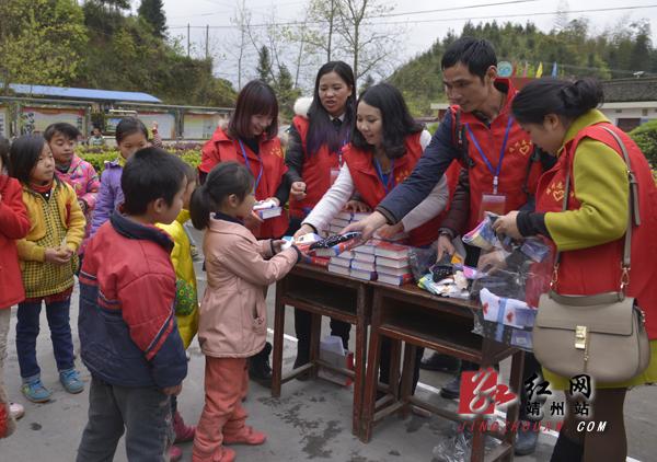 侗寨孩子与苗乡小学作文心连心莲心运动会的难忘善心图片