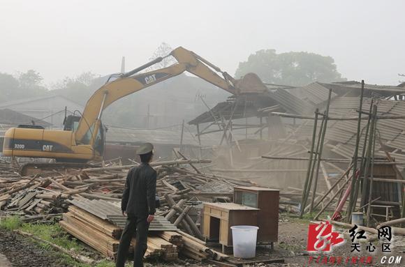 长沙市南托街道拆除违规木材市场1800余平方米图片