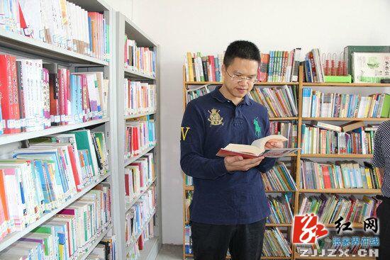 高靖生在公共图书馆