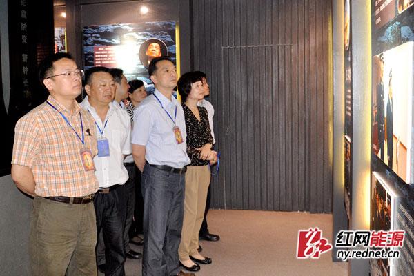 大唐集团湖南分公司参观人员参观了警示教育展示厅。