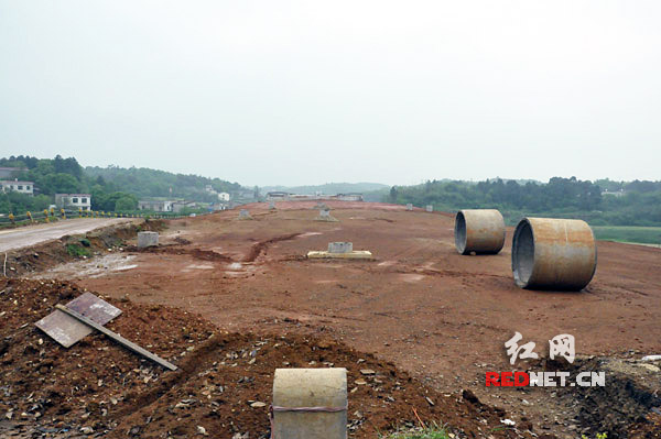 建设中的坪塘大道南延线,明年6月道路将直达湘潭。资料图