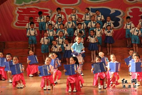 孩子们优美的舞蹈动作