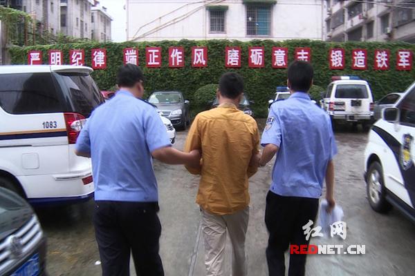 民警与市民合力将窜逃至菜地的严某成功抓获