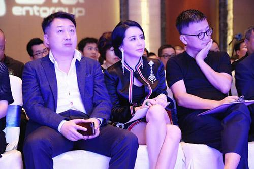 左起完美影视总裁谌荣、一壹集团董事长王一洋、俞白眉