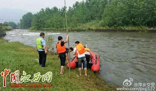 6月18日,萍乡市安源区省道,一辆客车与相对方向的货车相撞后失控坠入河中,造成客车上5人失踪。