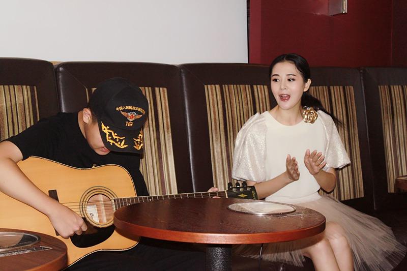 李鑫雨热心助力公益 和自闭症儿童合唱感动全场