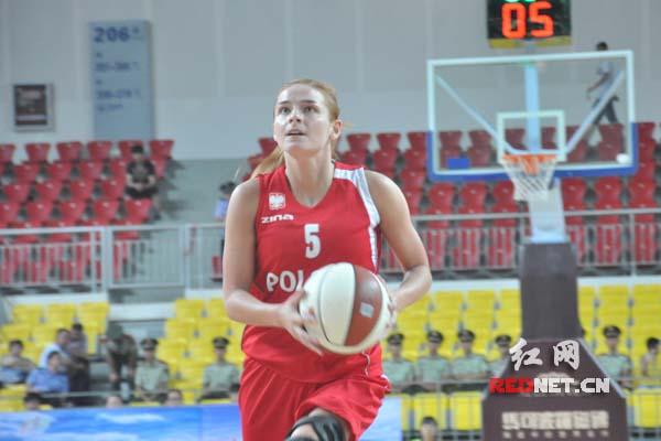 女子篮球队与丹麦女子篮球队比赛中
