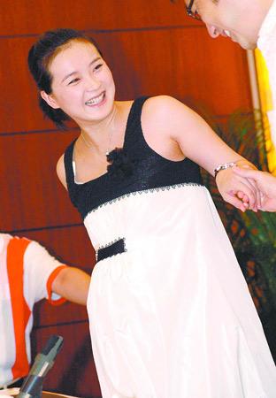 性感 张梓琳 王艳/2006年王艳亮相电视剧《红十字星座》开播见面会