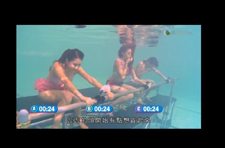 前港姐刘a美女与众美女水下拼憋气比基尼上阵美女杀毒犯图片